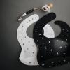 Baveta din silicon - White Letters - Mushie